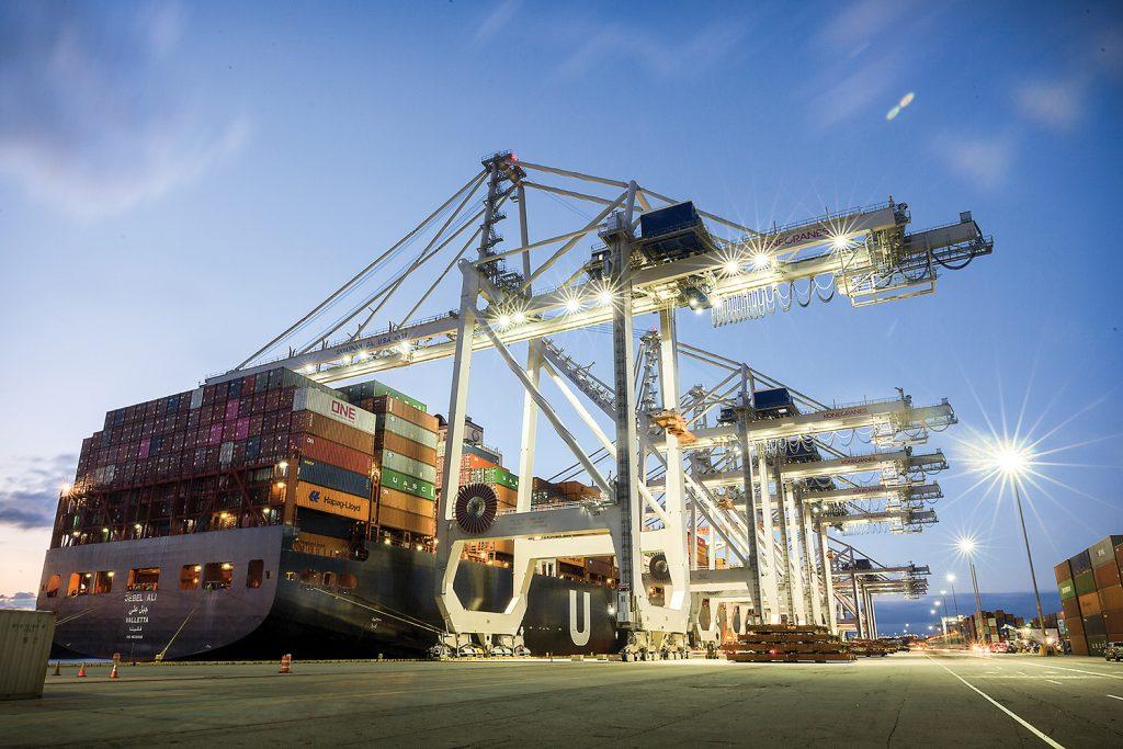 New Neo-Panamax crane unloads a 13,300-TEU vessel at Savannah.