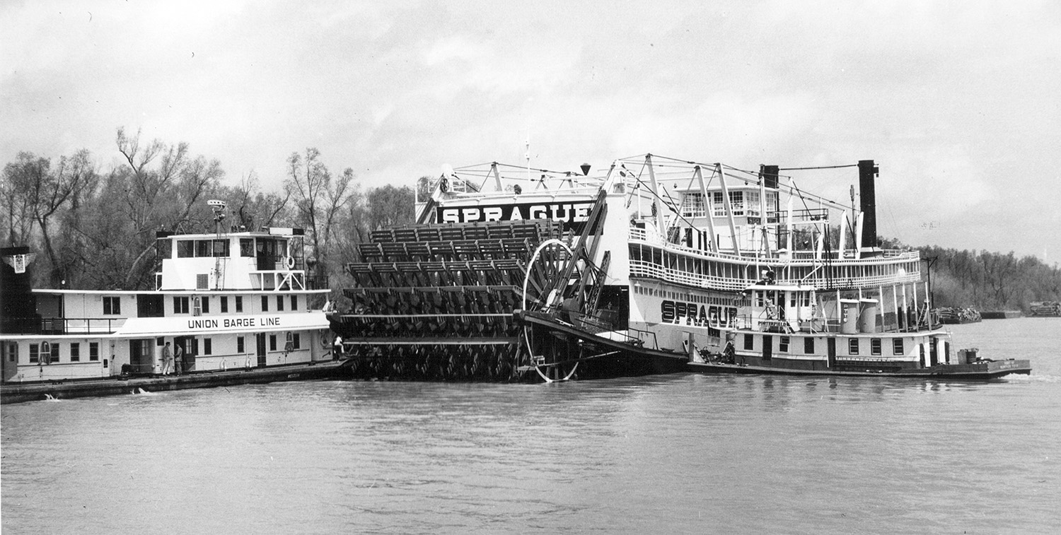 The retired steamer Sprague being moved from its Vicksburg landing on March 26, 1959. (Keith Norrington collection)