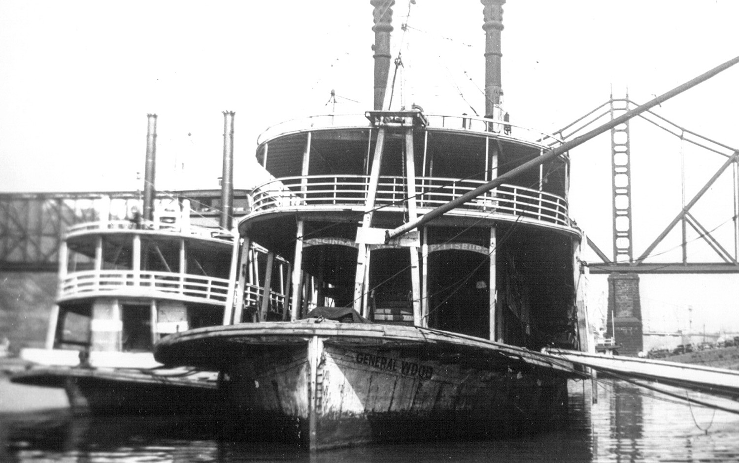 The General Wood and the Helen E. at the Pittsburgh wharf.