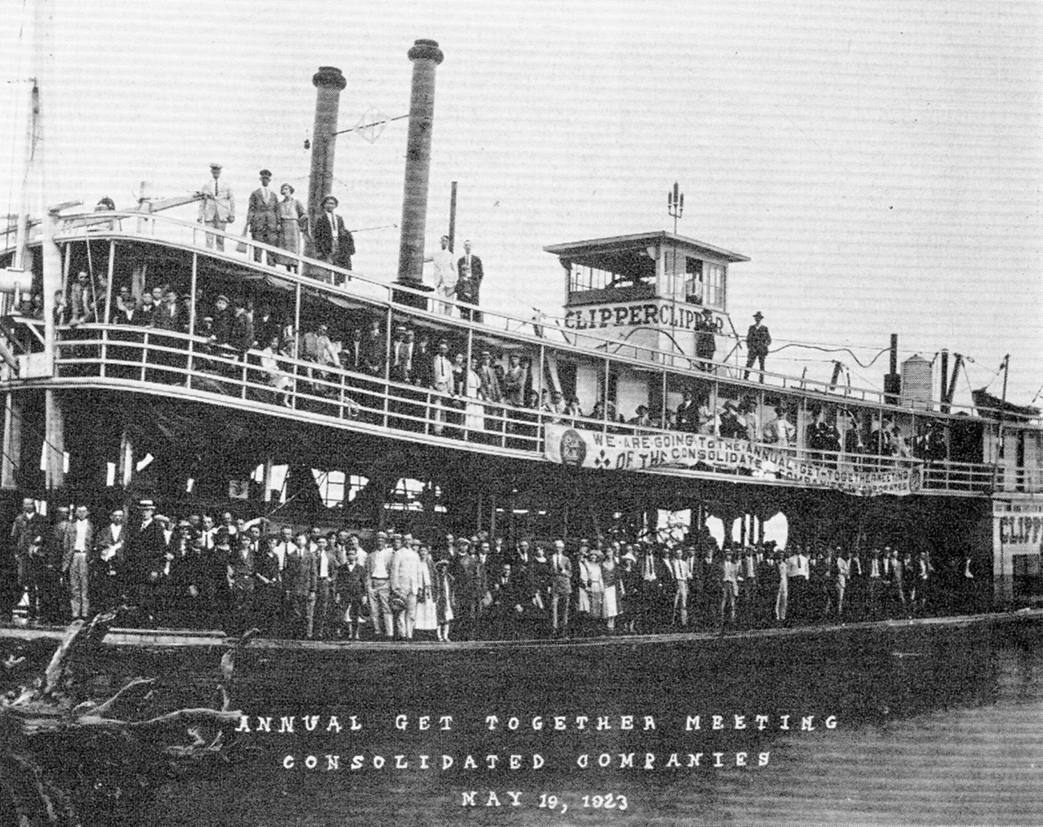 The Clipper with a crowd of excursionists aboard in 1923.
