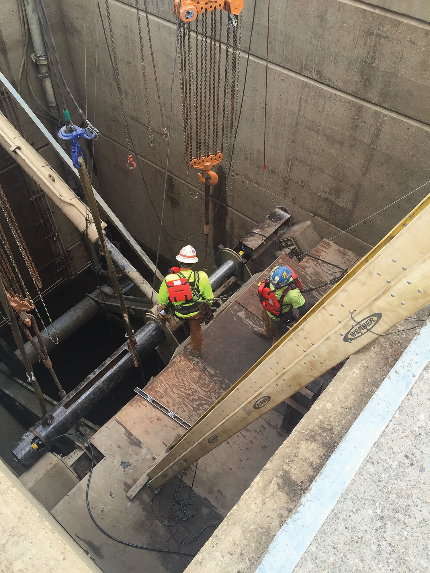 C.J. Mahan Construction Company completed several projects at Olmsted from 2014 to 2016. Some of the projects included the replacement of hydraulic cylinders on eight miter gates and culvert valves in the lock chambers and the installation of an automated control system for locking operations.