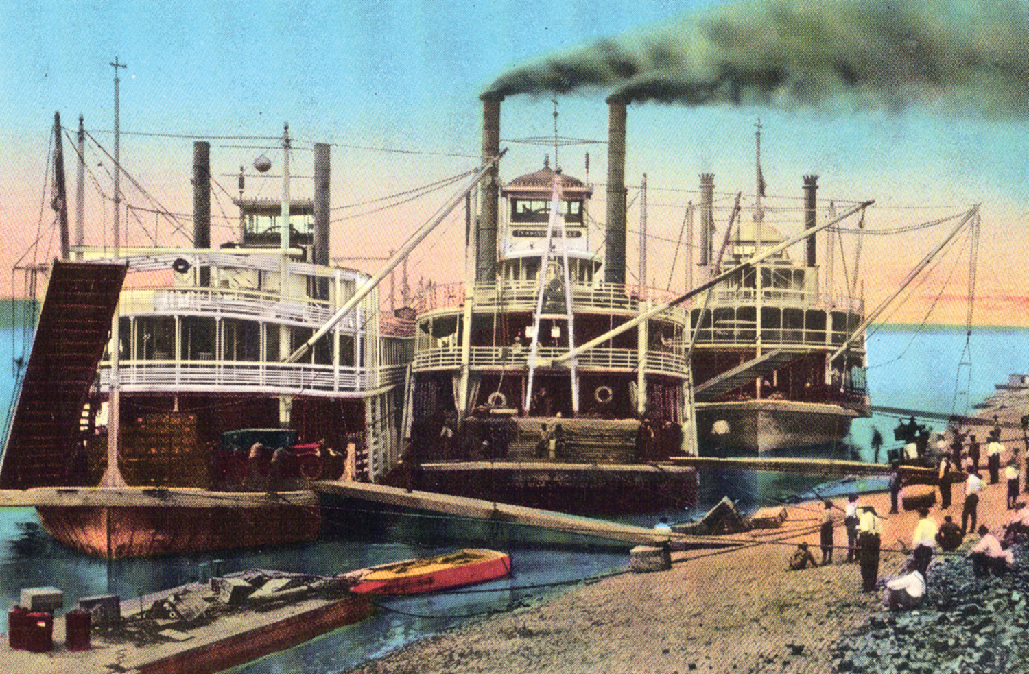 A postcard view of the Bald Eagle, Tennessee Belle and Cape Girardeau at the levee. (Keith Norrington collection)
