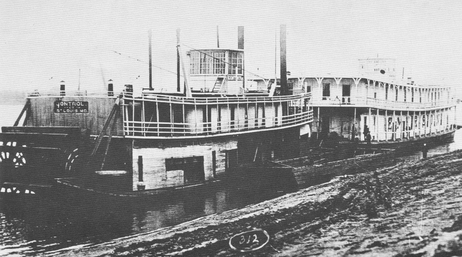 The towboat Control (1904-1921) with the Goldenrod Showboat. (Keith Norrington collection)