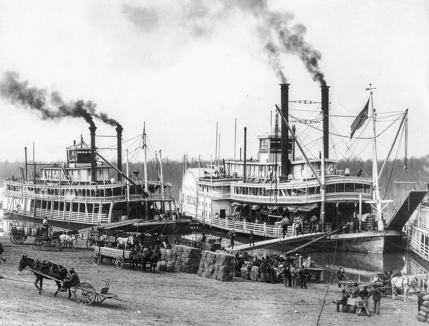 The packets Belle of Calhoun (left) and Belle of the Bends at the Vicksburg waterfront in 1906. (Photo from Keith Norrington collection.)