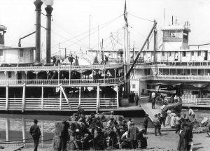 Roustabouts and passengers board the Belle of Calhoun at the Vicksburg levee in 1906. The Belle of the Bends is landed alongside.  (Photo from Keith Norrington collection.)