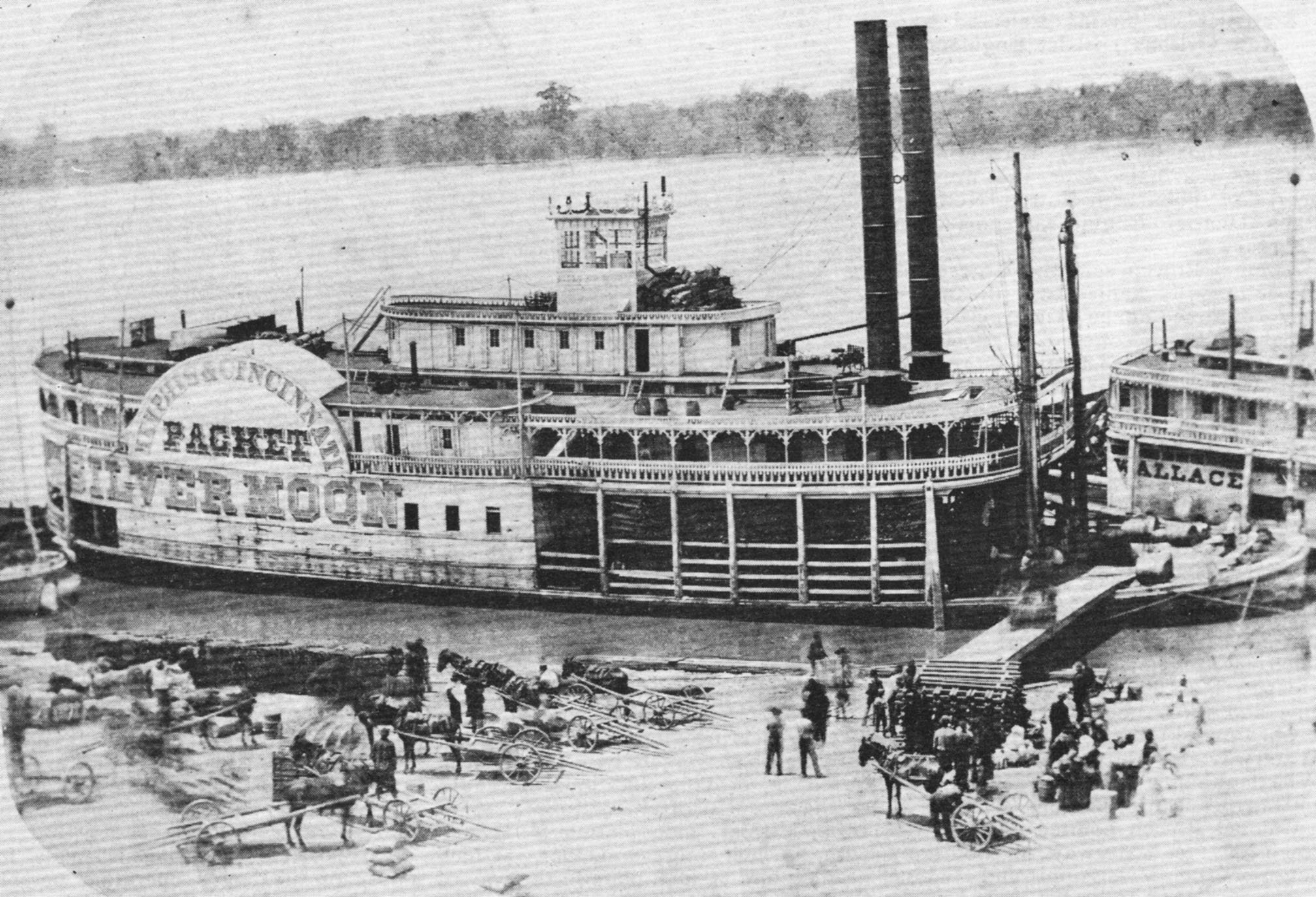 The Silver Moon at the Memphis wharf. (Keith Norrington collection)