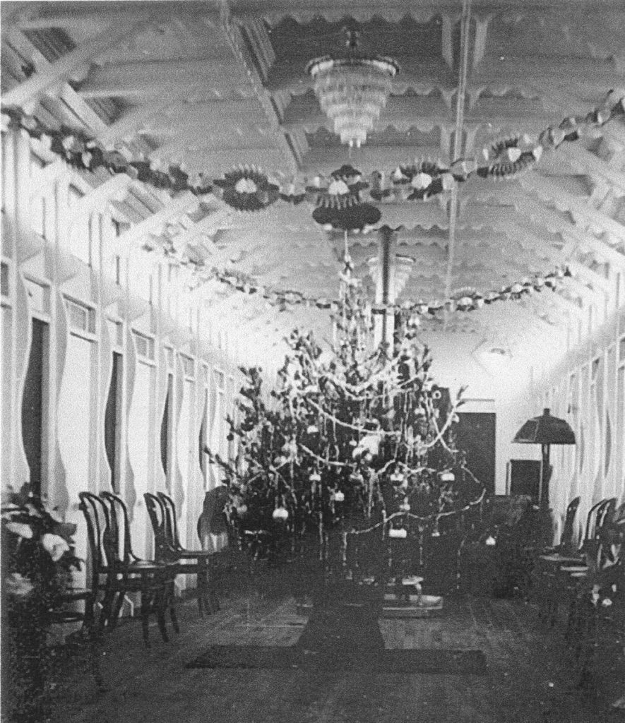 The cabin of the Chris Greene decorated for Christmas. (Keith Norrington collection)
