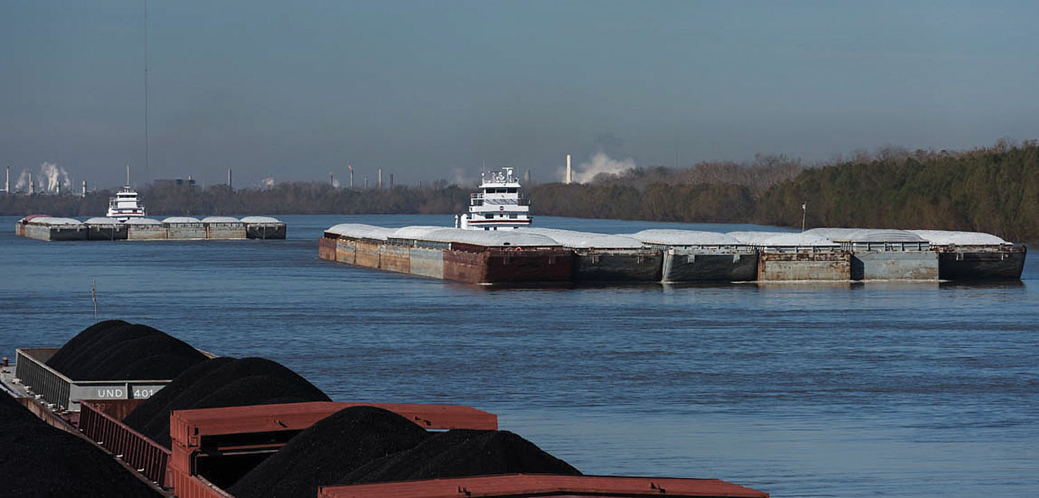 Trade negotiations, the future of coal and a new Congress are among the wildcards that make it difficult to predict the fortunes of the barge industry this year. (Photo by Rev. David Rider)