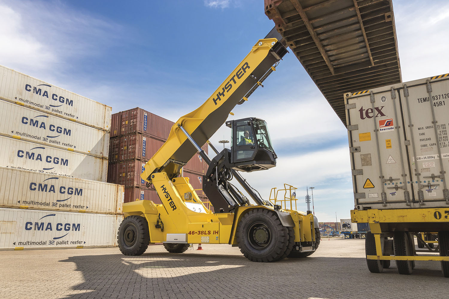 The elevating cab securely lifts the operator cabin for greater visibility while moving containers or general cargo.