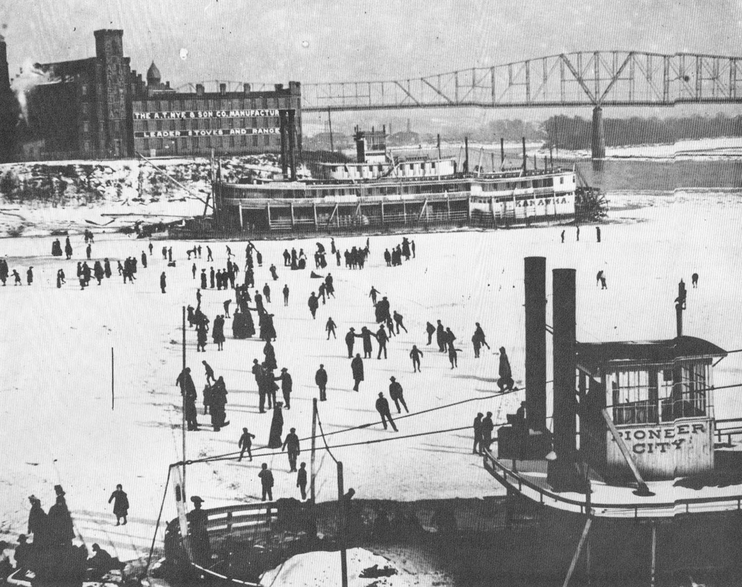 The frozen Muskingum River at Marietta, Ohio, in early 1905.