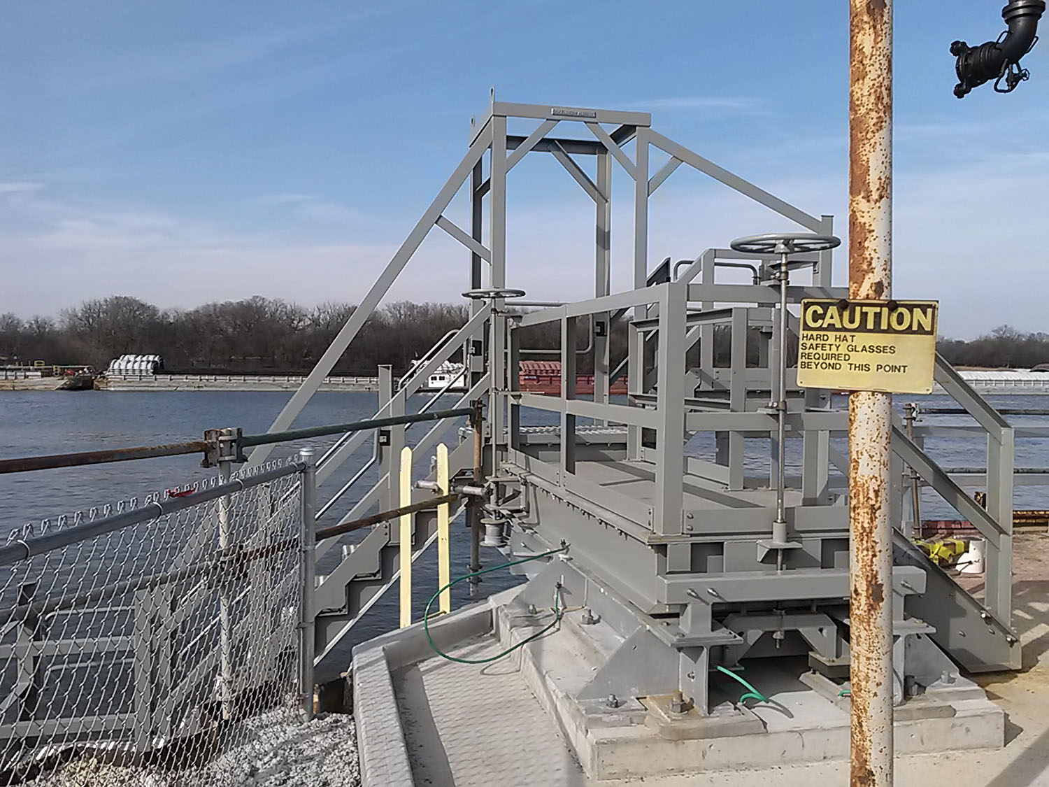 Ladder system provides safe and efficient transfer from dock to barge.