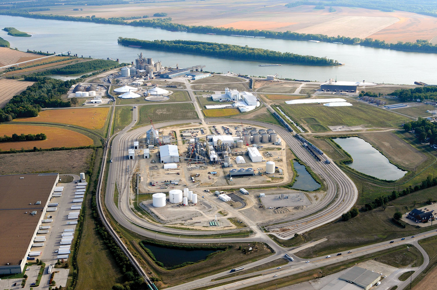 The port has nearly 1,240 acres of land and 8,000 linear feet of riverfront, with more than 600 acres of greenfield industrial sites available for development. (Photo courtesy of Port of Indiana—Mount Vernon)
