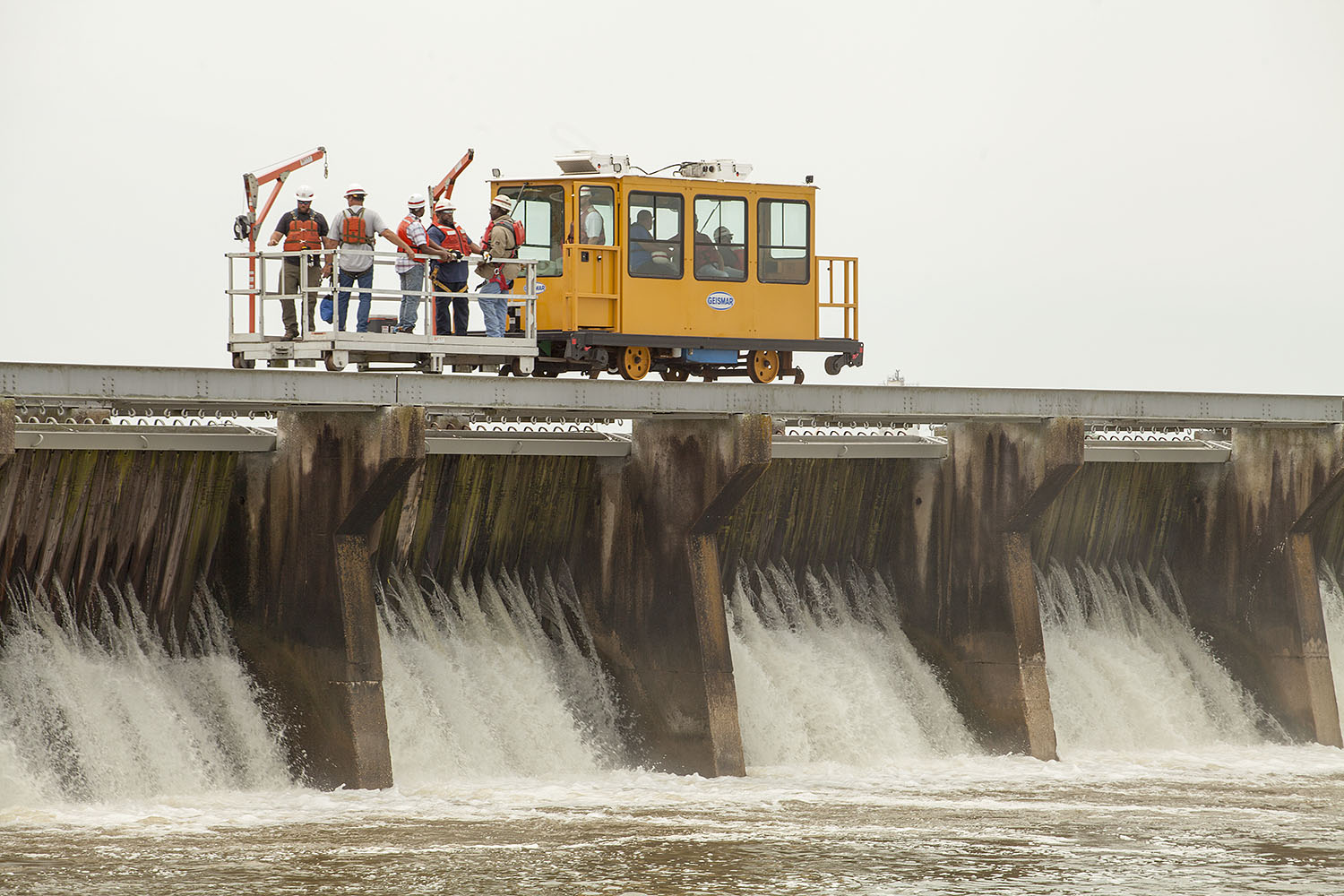 As River Rises, Corps Begins Reopening Bonnet Carré Spillway