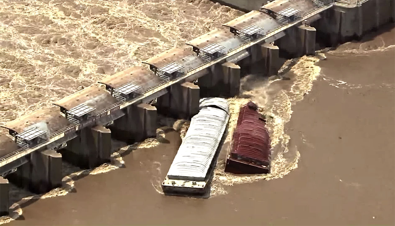 Screen shot of KFOR-TV video of barges hitting Webbers Falls Dam on May 23.