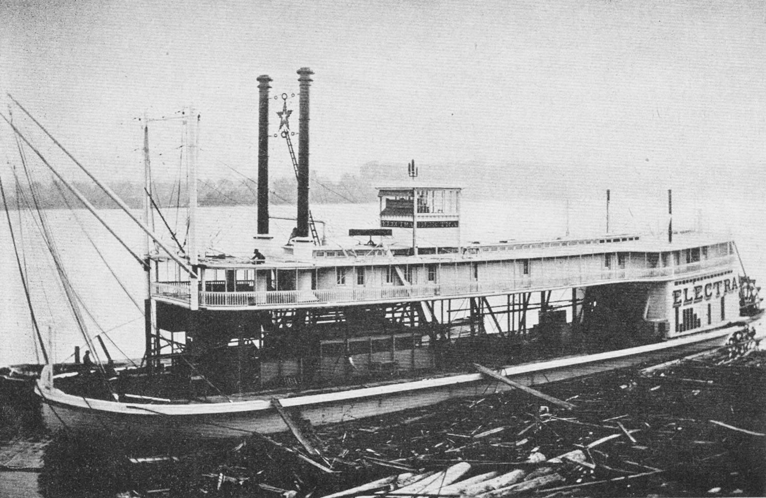 The Electra as a new boat at the Howard Shipyard, Jeffersonville, Ind., 1897. (Howard Steamboat Museum collection)