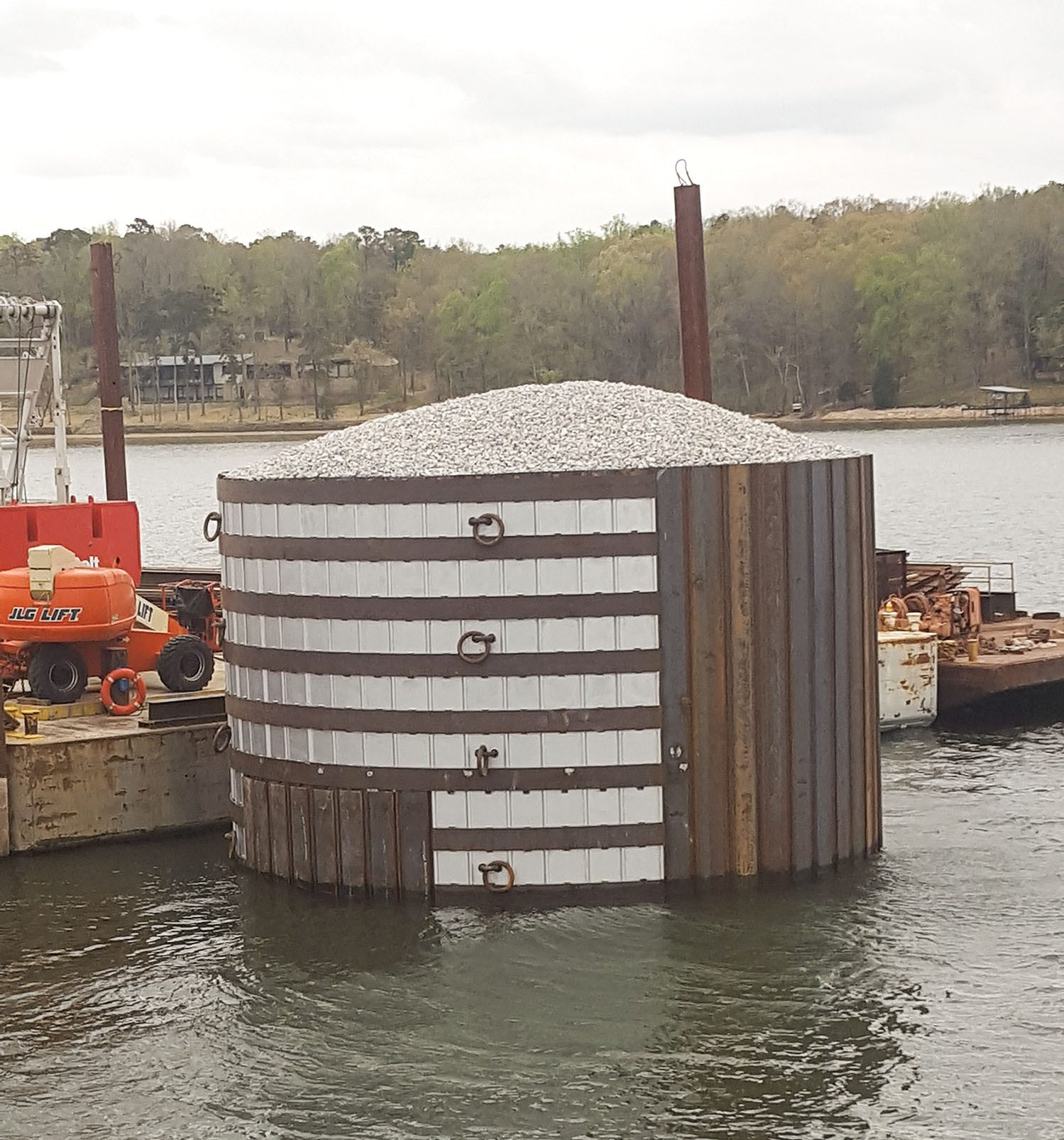 Completed cell at Pickwick Lock and Dam.