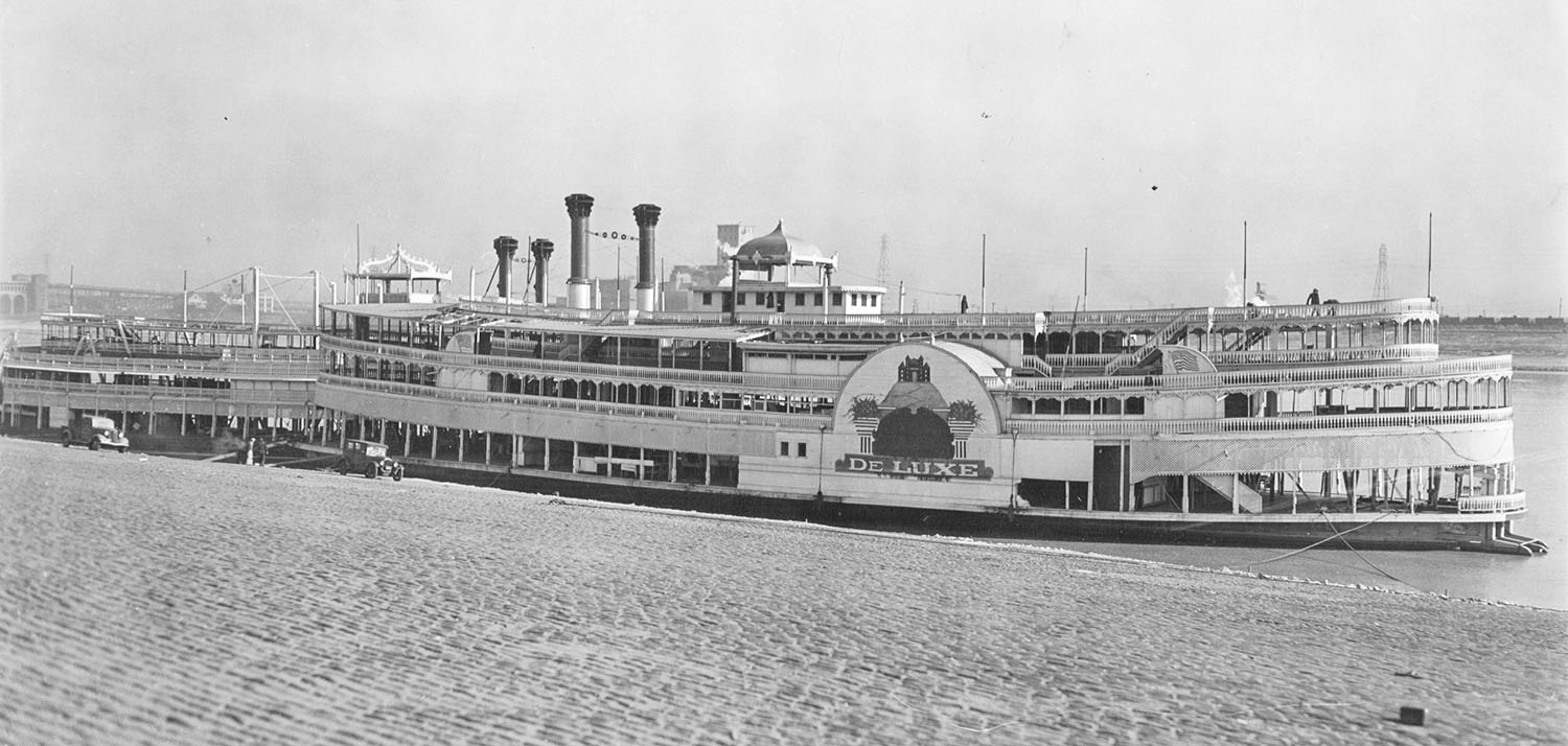 The retired Streckfus excursion steamboats Washington (left) and J.S., at the St. Louis levee in December 1938. (Keith Norrington collection)