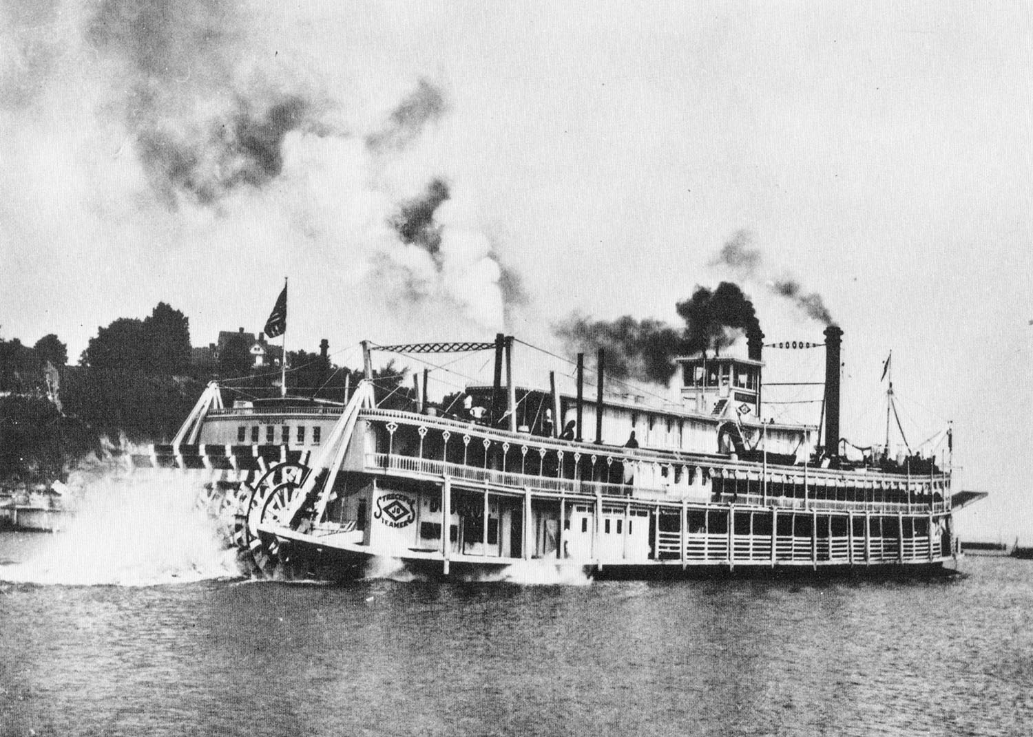 The Dubuque underway on the Mississippi River. (Keith Norrington collection)
