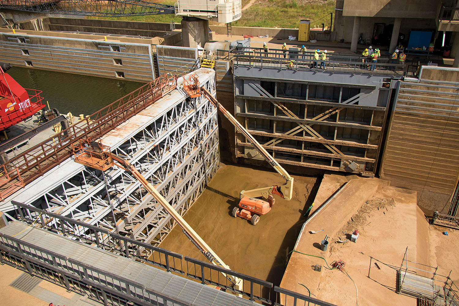 Vicksburg Engineer District crews inspect and perform maintainence at John H. Overton Lock on the Red River. (Photo courtesy of Vicksburg Engineer District)
