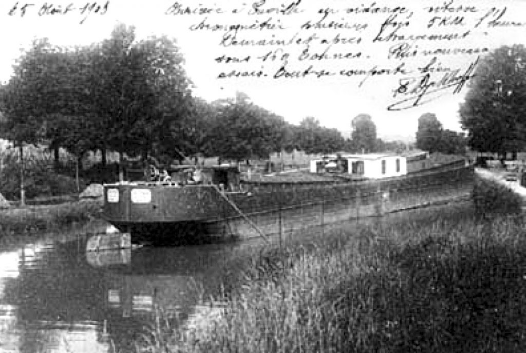 A 1903 postcard showing the self-propelled barge Petit Pierre. The postcard is signed by one of the engineers who designed and developed the barge's unique diesel engine.