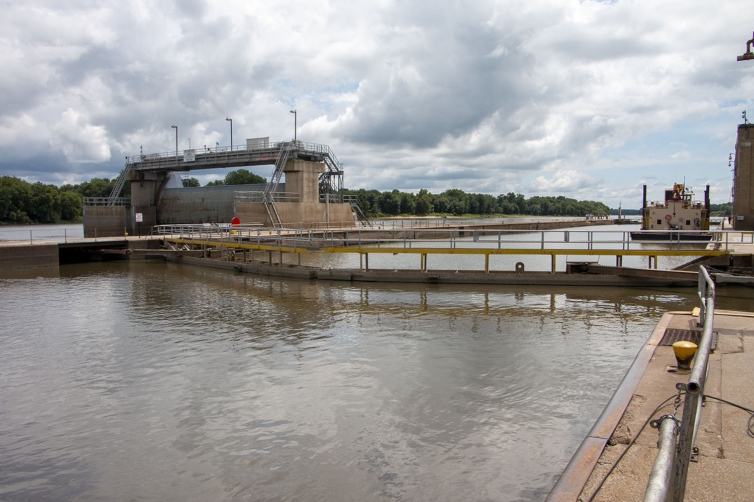 LaGrange Lock on the Illinois Waterway. (Photo by John Shoulberg)