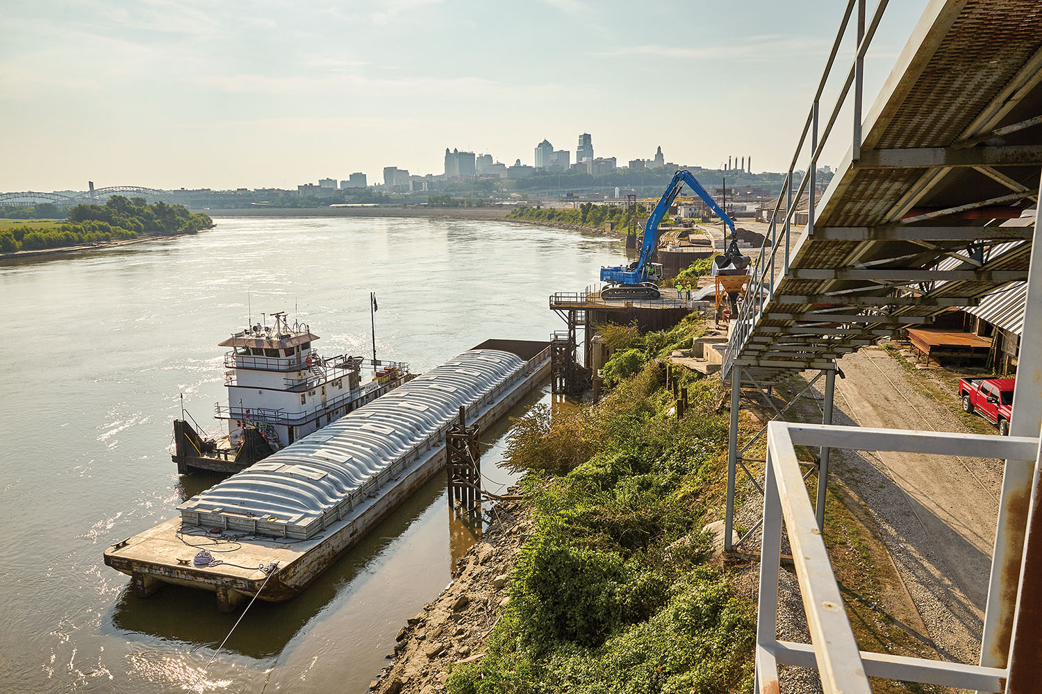 Since the Port of Kansas City reopened in 2015, it has seen double-digit growth in tonnage of cargo passing through it and recently completed a major project with Massman Construction to replace four mooring dolphins. High water levels along the Missouri River and mild weather have led to shippers taking advantage of water transportation during an extended season. Other ports have also reopened. (Photo courtesy of Port of Kansas City)
