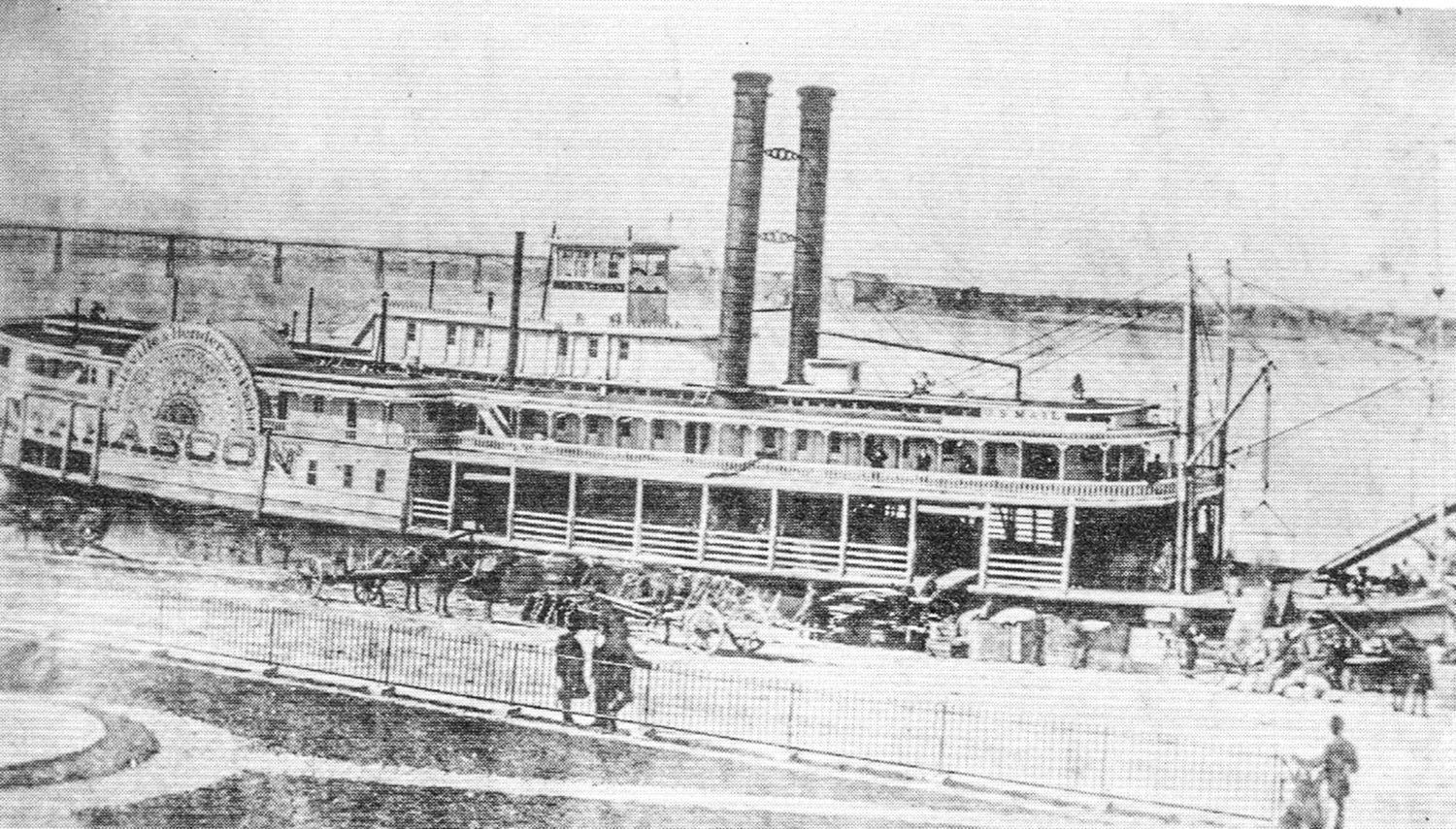The sidewheeler Tarascon at the Louisville levee. (Keith Norrington collection)