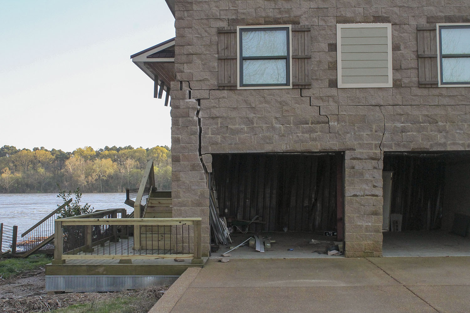 Large cracks are evident after 14 barges broke away from a towing vessel March 26 and hit a house on the Tennessee River in Savannah, Tenn. (Photo by R. Kelly Jordan, The Courier)