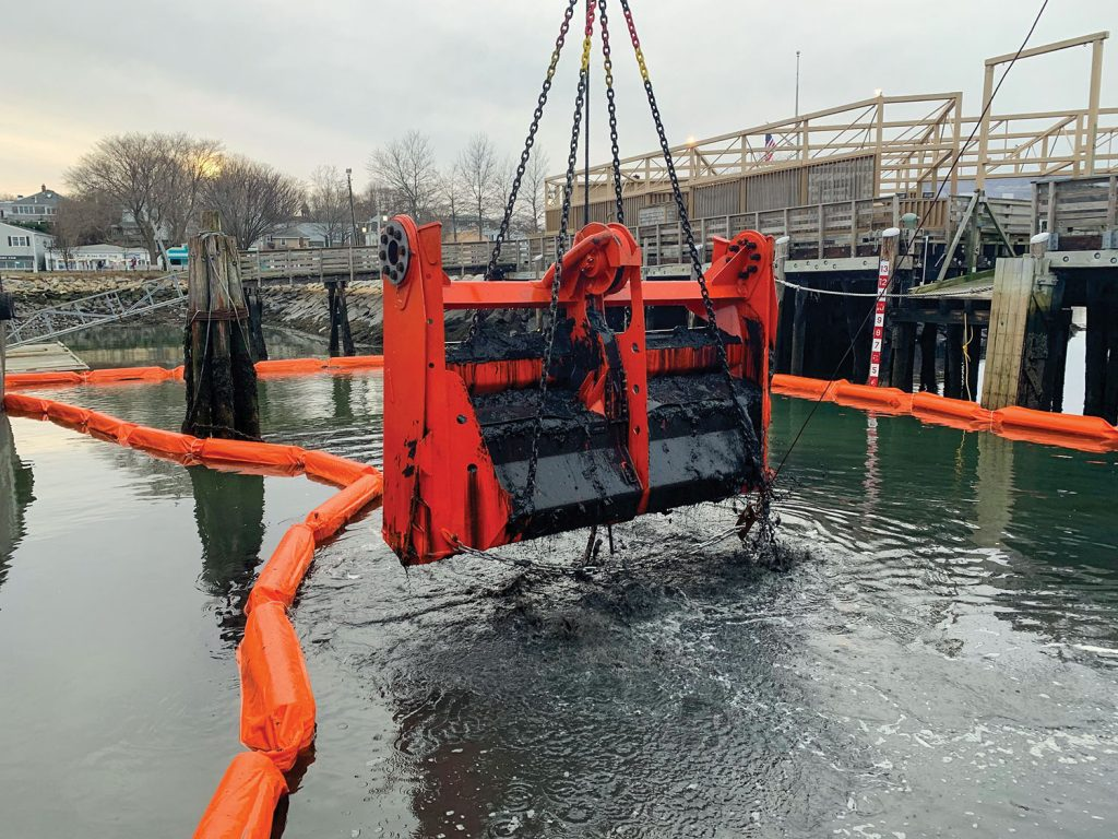 The Cable Arm Environmental bucket is designed to efficiently cover a large dredge footprint.