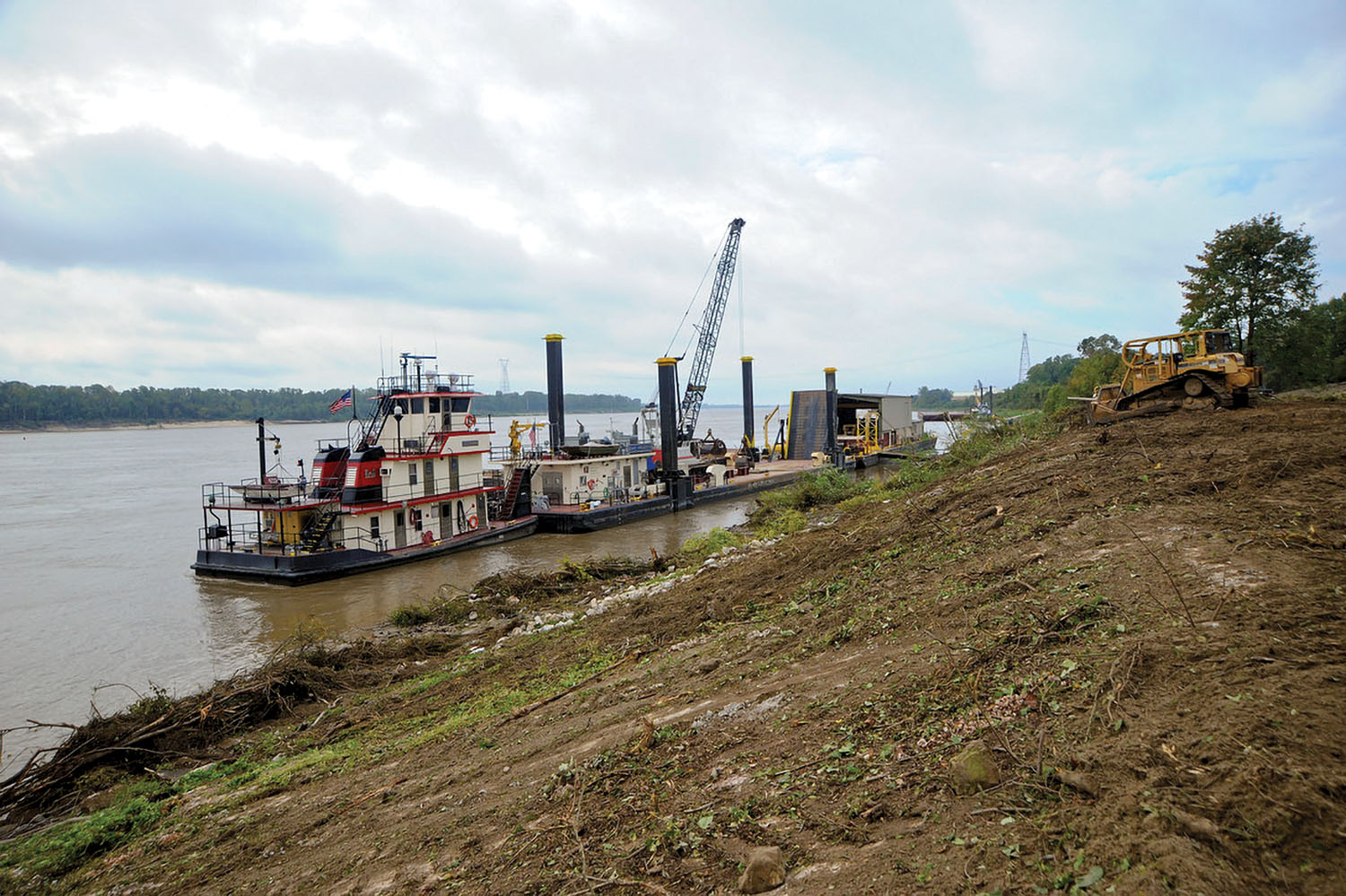 The mv. Goodwin tends the Clearing & Snagging Unit. (Photo courtesy of Memphis Engineer District)