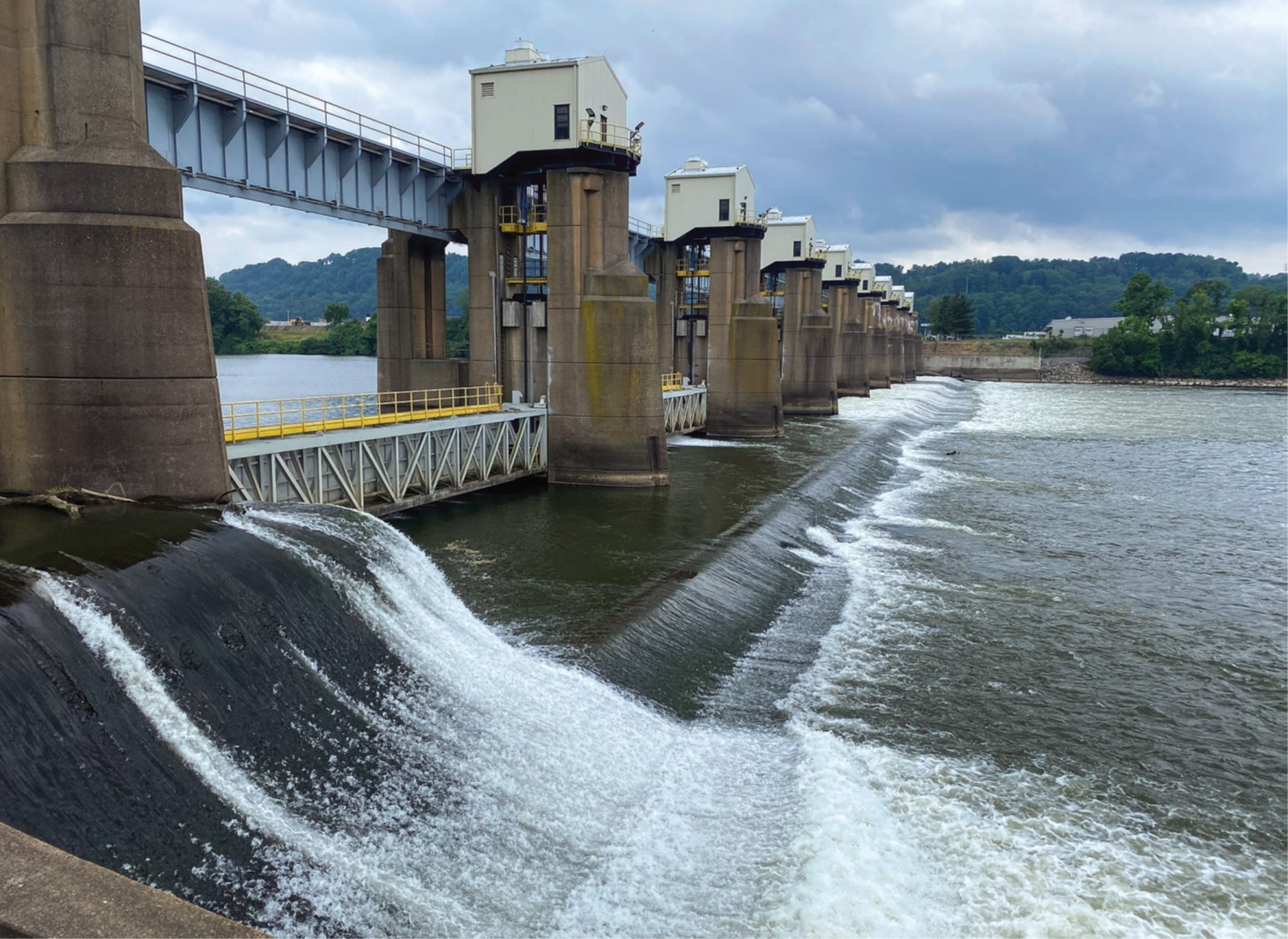 —photo by Carol Vernon, Pittsburgh Engineer District The main chamber at Emsworth Locks and Dam will be closed from August 31 to November 13.