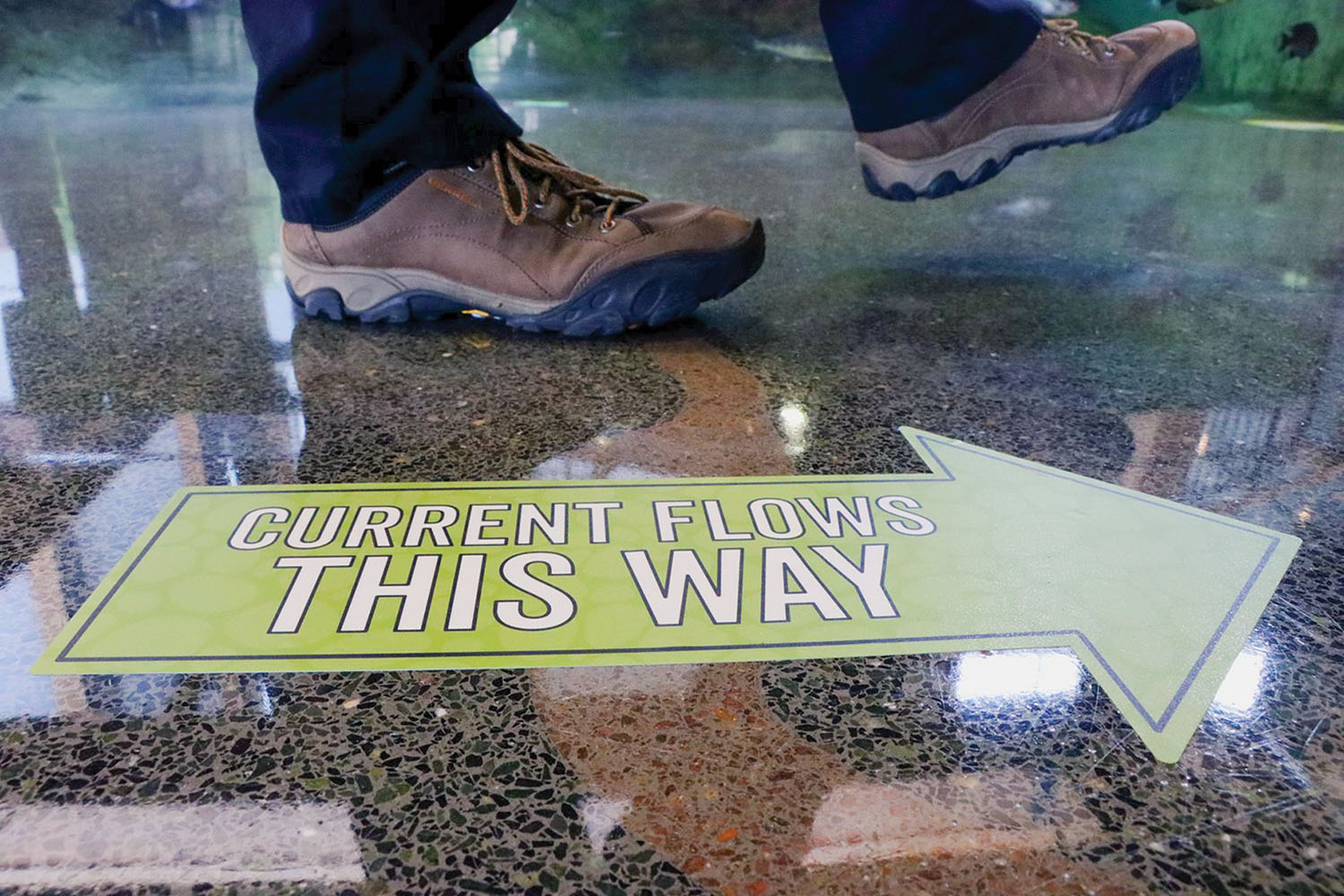Directional arrows guide the footsteps of a visitor at the National Mississippi River Museum and Aquarium in Dubuque, Iowa. (Photo courtesy of National Mississippi River Museum and Aquarium)