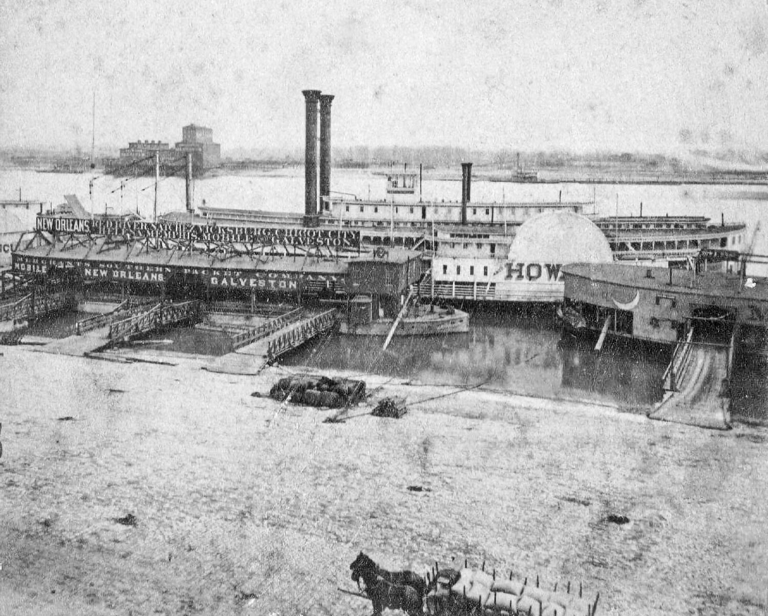 The James Howard at a St. Louis wharfboat in the 1870s. (Keith Norrington collection)