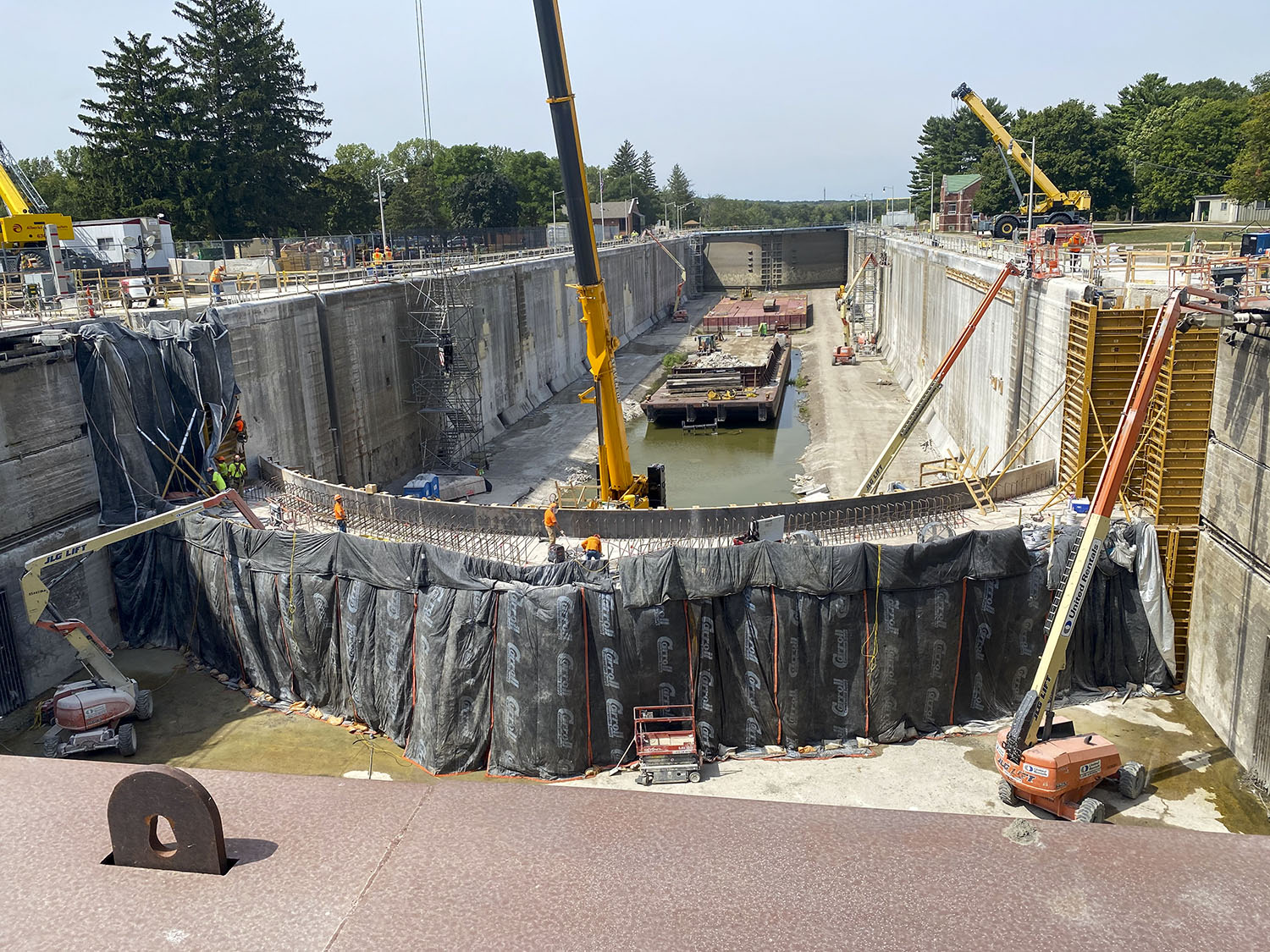 Starved Rock Lock was a beehive of activity during the closure. (Photo courtesy of Alberici Constructors)