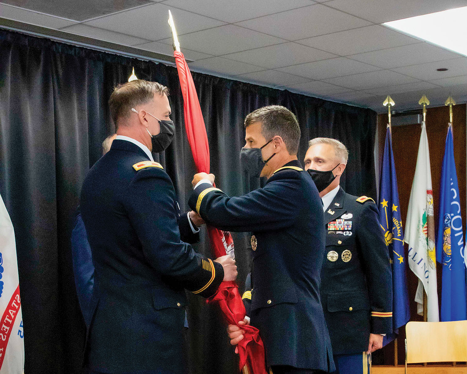 Col. Paul Culberson accepts command flag. (Photo by George Gonzalez, courtesy of Chicago Engineer District)