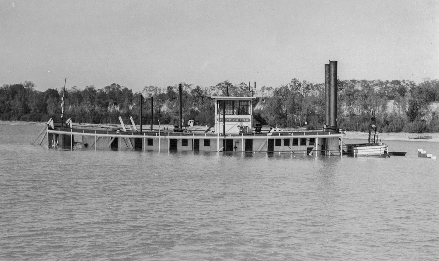 The steam towboat J.J. McViccar sunk near Paducah, Ky., in October 1941. (Keith Norrington collection)