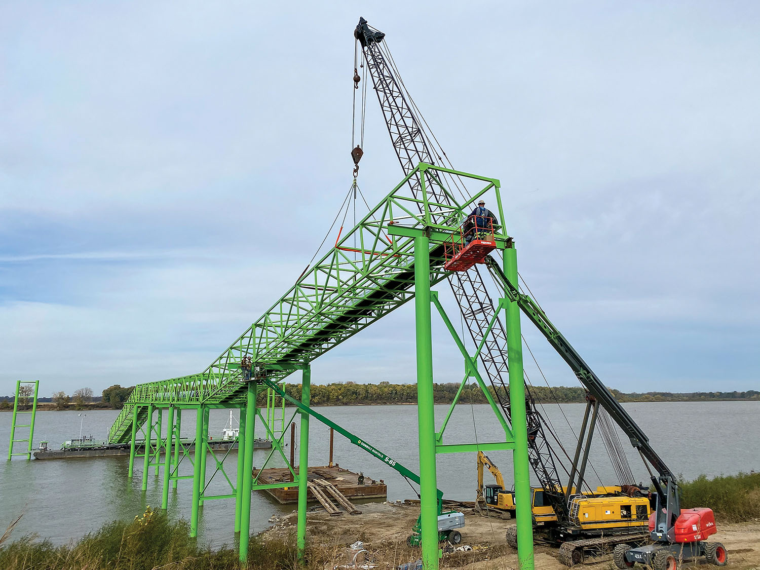 The bright green conveyor system stands out at Castlen Enterprises' new terminal along the Ohio River in Owensboro, Ky. (Photo courtesy of Castlen Enterprises)