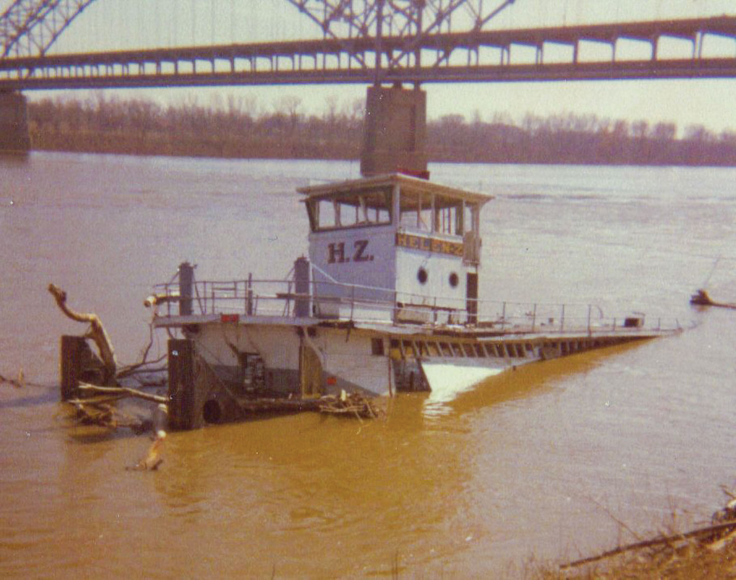 The Helen Z sunk at the New Albany waterfront in February 1970.(Photo by Keith Norrington)