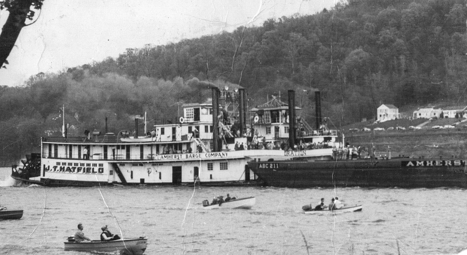 The second towboat J.T. Hatfield during one of its three races with the Weber W. Sebald in the 1950s. (Keith Norrington collection)
