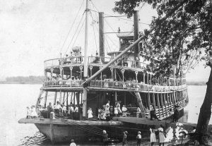 The well-known steamer Belle of Calhoun at a landing. (Keith Norrington collection)