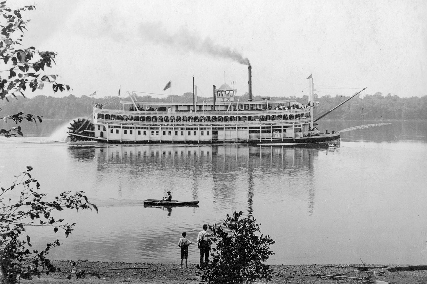 The sternwheel excursion steamer J.S., named for Capt. John Streckfus. (Keith Norrington collection)