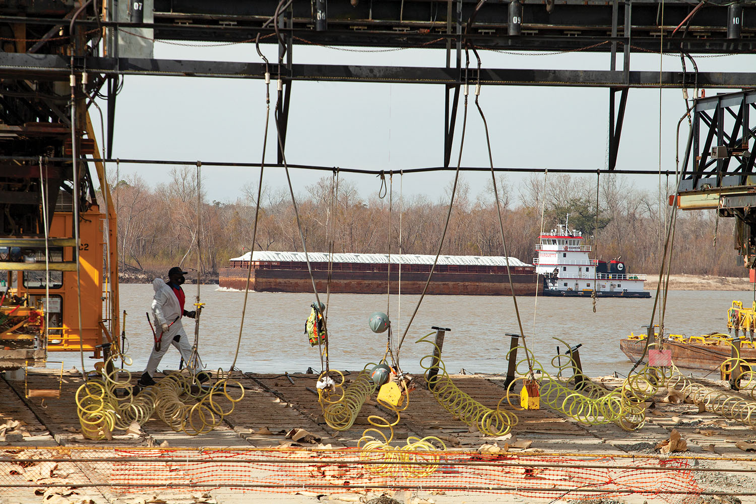 The southbound mv. Kieffer Bailey pushes a barge tow past the Corps' Mat Sinking Unit near St. Gabriel, La. (Photo by Frank McCormack)
