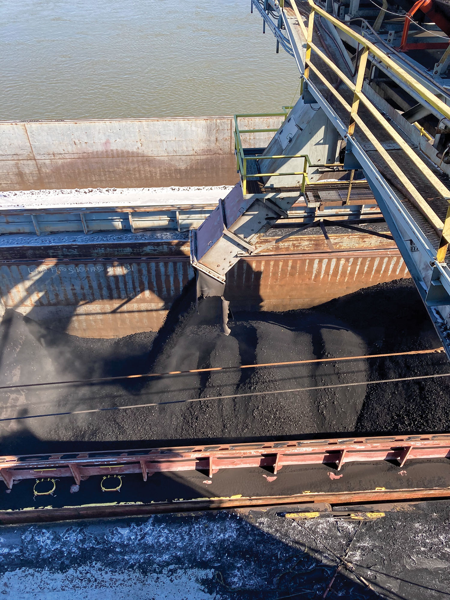 Powder River Basin coal is loaded into a barge at the Hall Street Terminal. (Photo courtesy of ACBL)