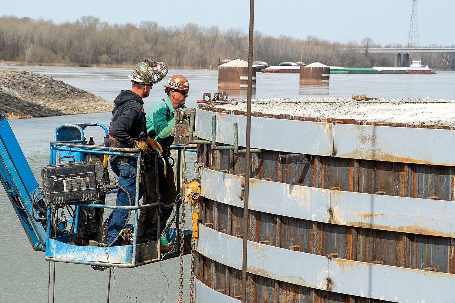 A Johnson Brothers Construction crew performs spot welds March 22, 2021, on a steel sheet pile on the completed cofferdam at the Kentucky Lock Addition Project on the Tennessee River in Grand Rivers, Ky. The Nashville Engineer District is constructing a new 110- by 1,200-foot navigation lock at the Tennessee Valley Authority project. (Photo by Lee Roberts/Nashville Engineer District)