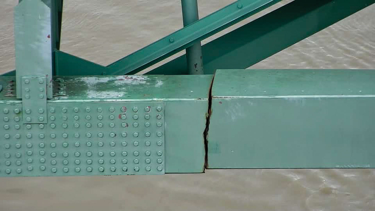Lower Mississippi River Reopens Under Memphis Bridge
