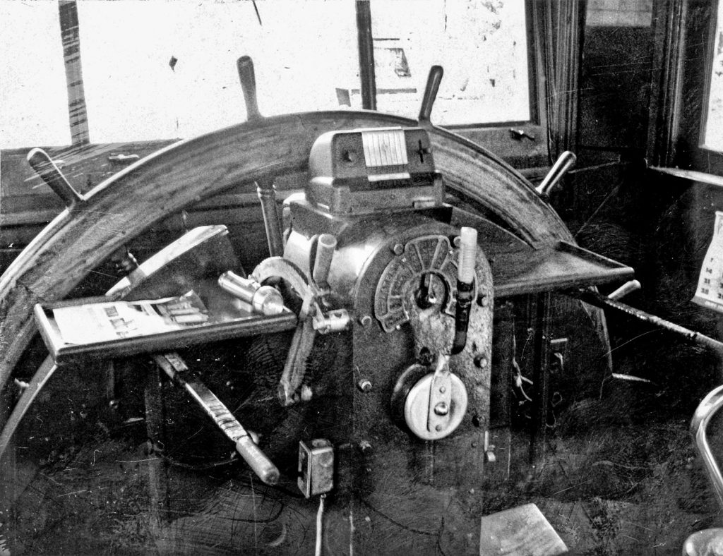 Engine control and original pilotwheel. (Barry Griffith collection)