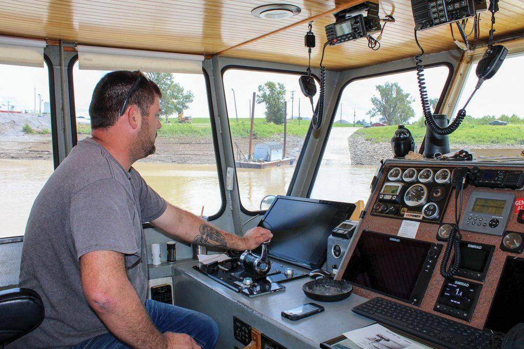 Byrne Capt. Jeremy Newsom maneuvers the Dorena II away from the Kentucky landing. (Photo by Shelley Byrne)