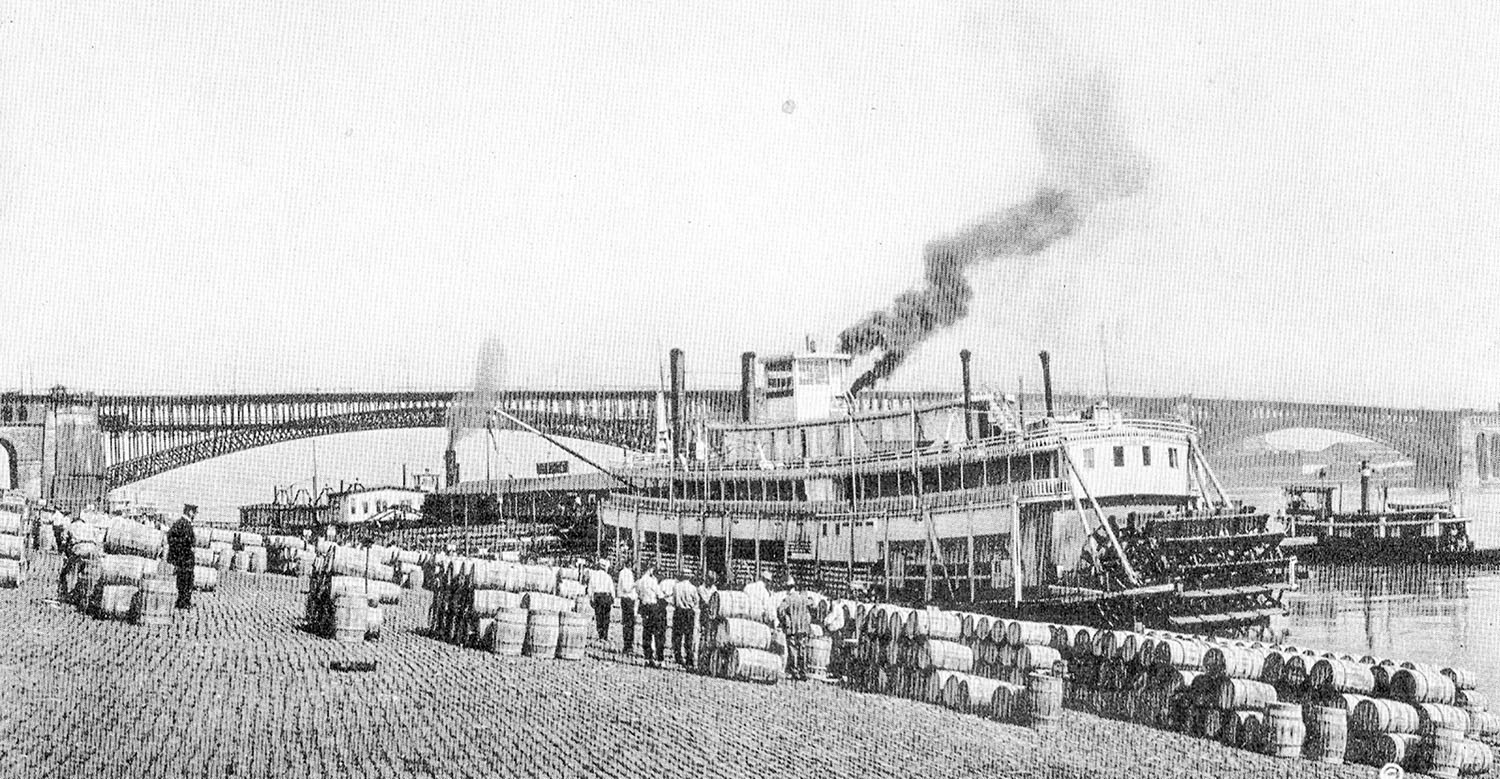 The Eagle Packet Company sternwheeler Piasa at the St. Louis levee. (Keith Norrington collection)