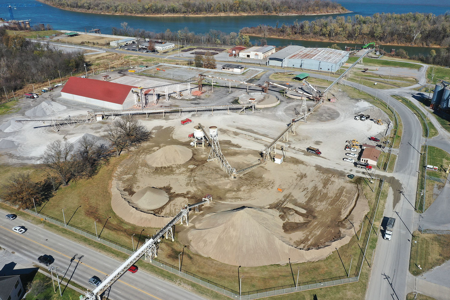 The Paducah-McCracken County Riverport hopes to expand the capacity of its 20-acre bulk commodity storage yard and transfer facility with landside yard and equipment upgrades and expansions. (Photo courtesy of the Paducah-McCracken County Riverport)