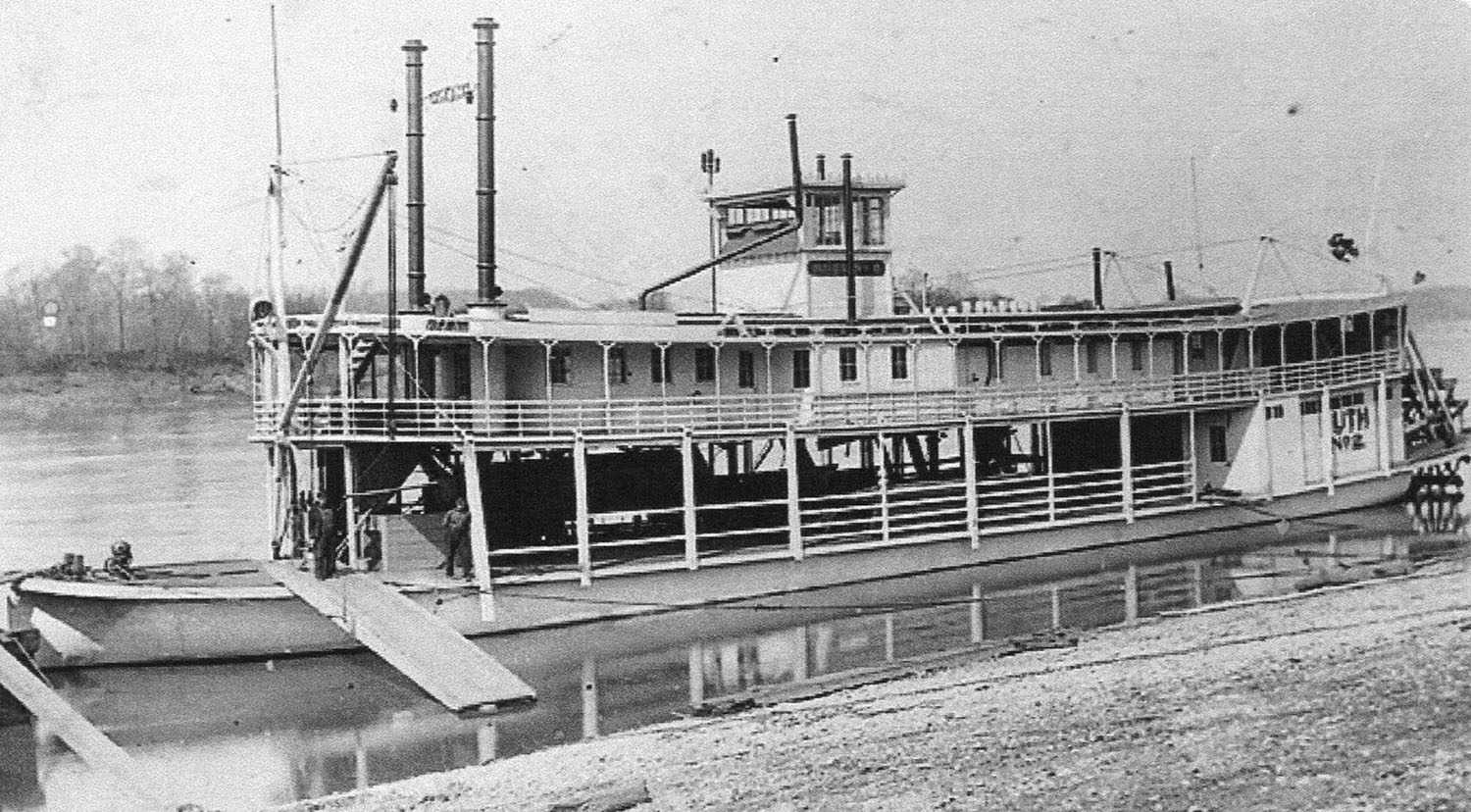 The slim and trim sternwheeler Ruth No. 2 at a landing. (Keith Norrington collection)